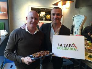 """En la presentación de """"La Tapa Solidaria"""" junto a Juan Pozuelo, padrino de la iniciativa"""